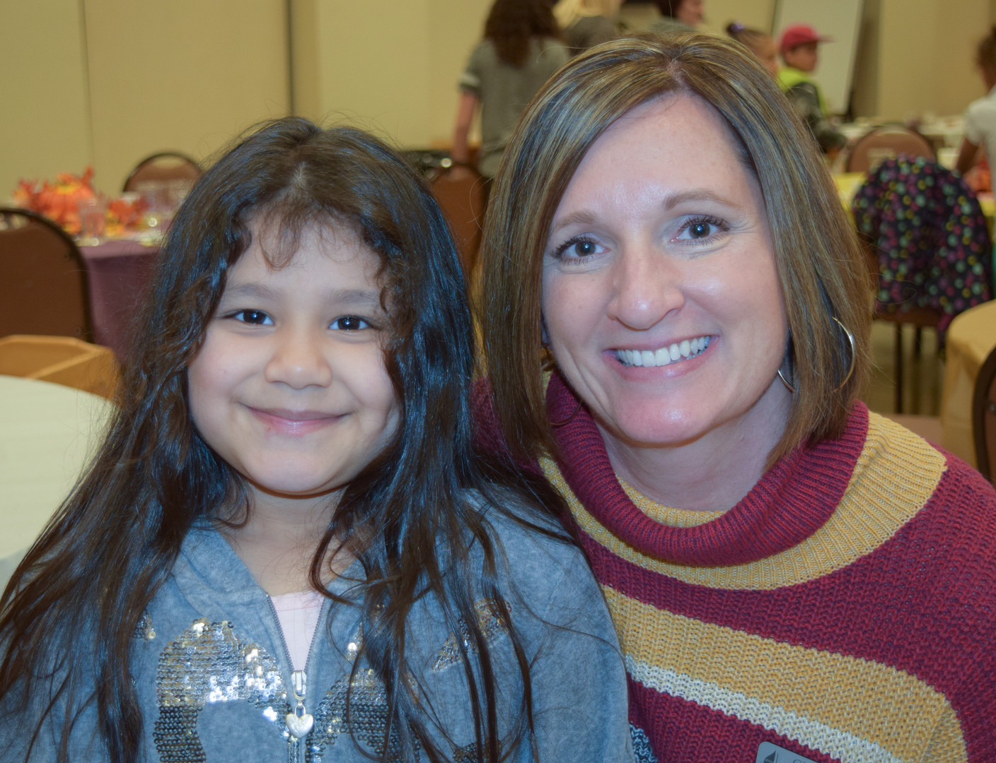 Here's a few more Thanksgiving Dinner at church pics.