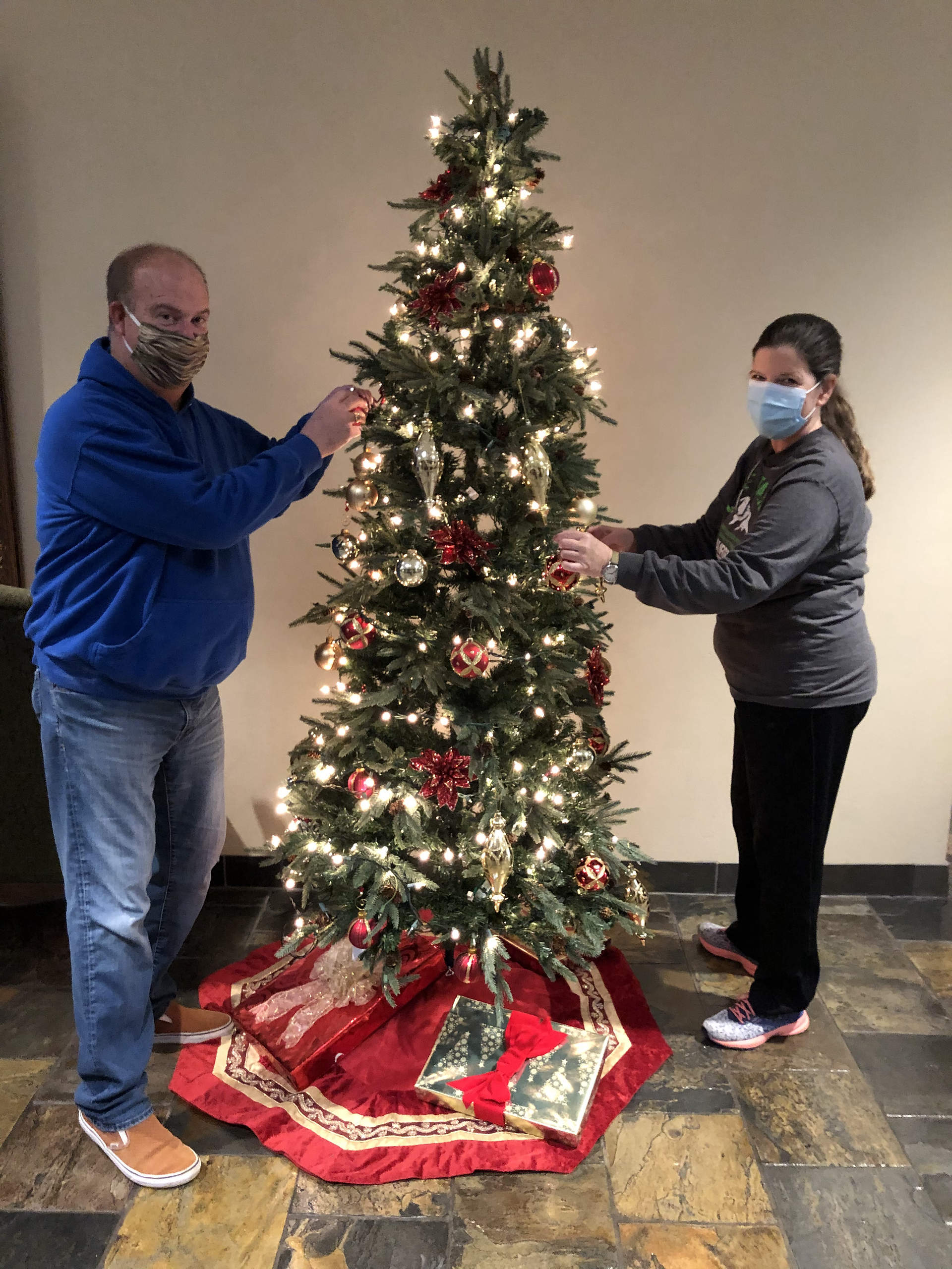 And then we've got two last decorating elves caught on camera!