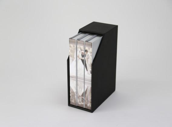 専用ボックスは白、黒とチョイス可能です