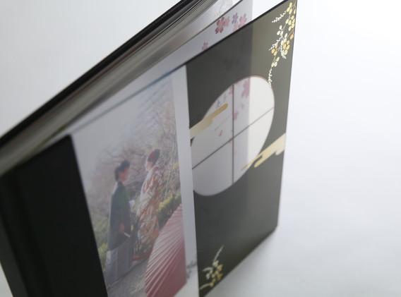 表紙は透けるスケルトン仕上げ 和障子デザインがモダンな「和」を演出