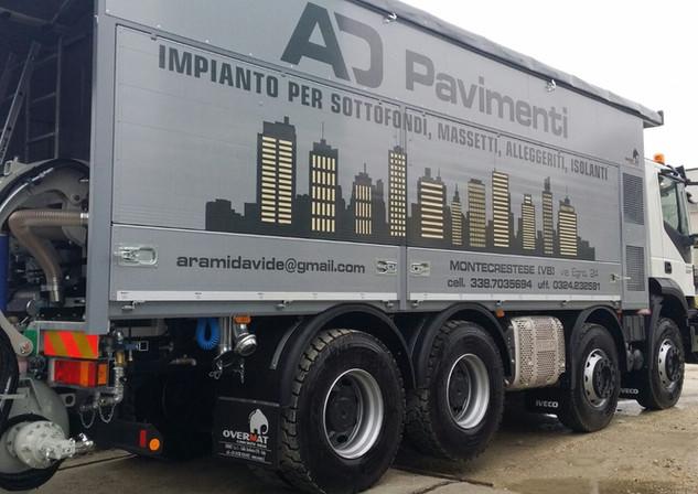 camion autolivellante vista posteriore