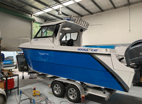 Hull Wrap of Noosa Cat 2400 in 3M Intense Blue G47
