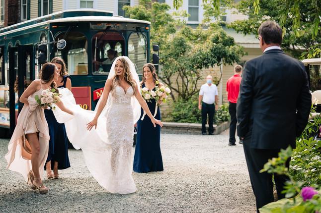newfound-lake-inn-wedding-trolley-bride.