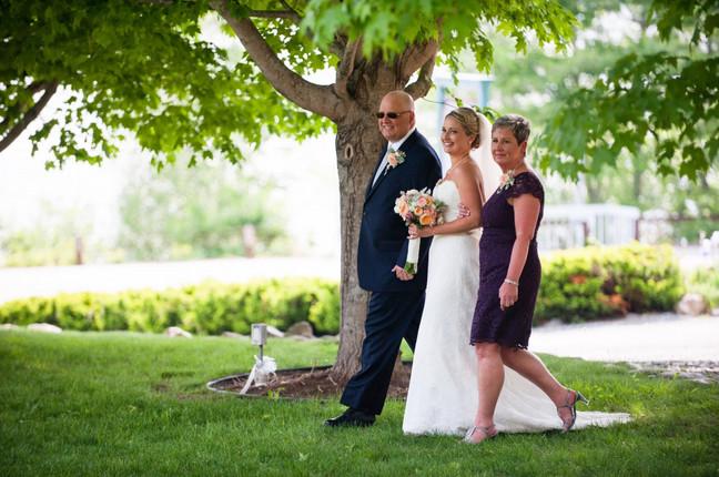 wedding-newfound-lake-bride-with-parents