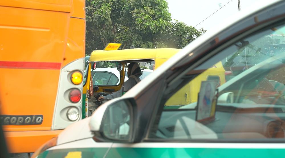 Slow moving Delhi traffic, Elise Wortley