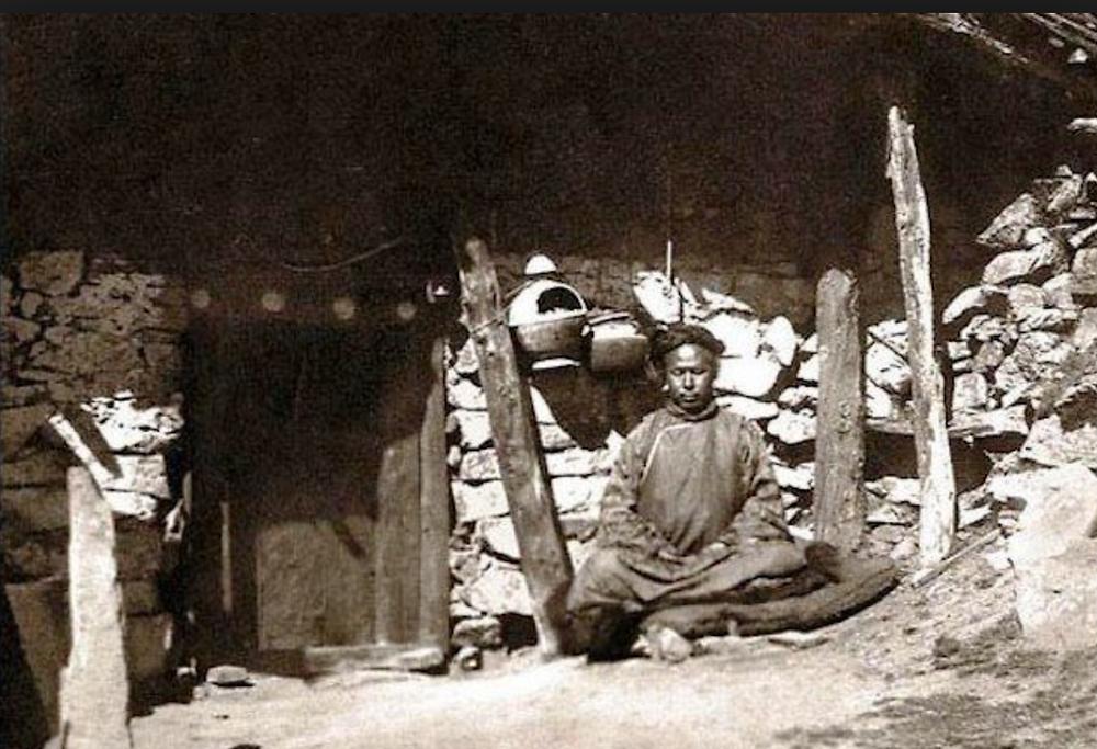 The first Lachen Gomchen Rinpoche outside his cave near Lachen, 1912