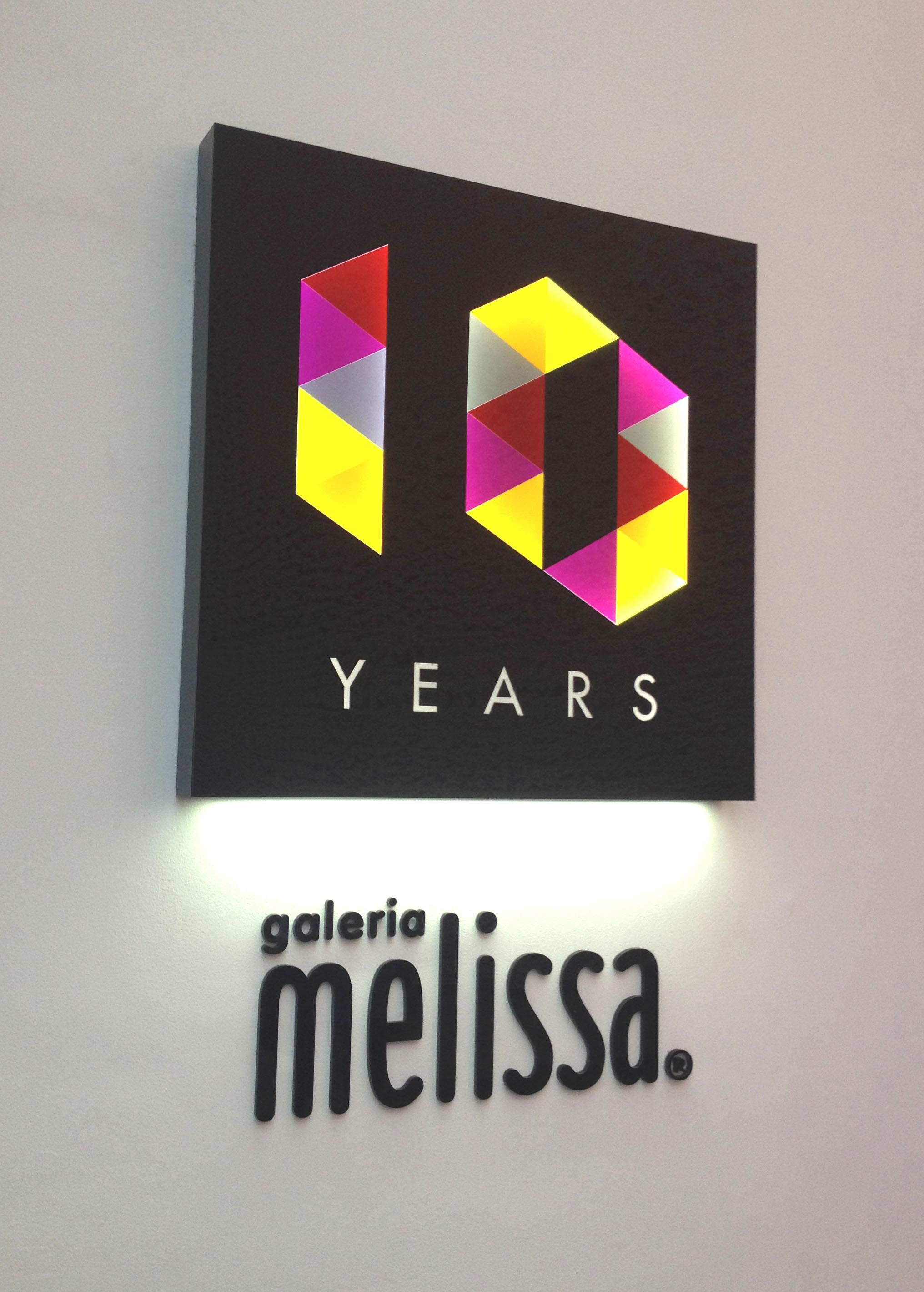 Luminoso Galeria Melissa