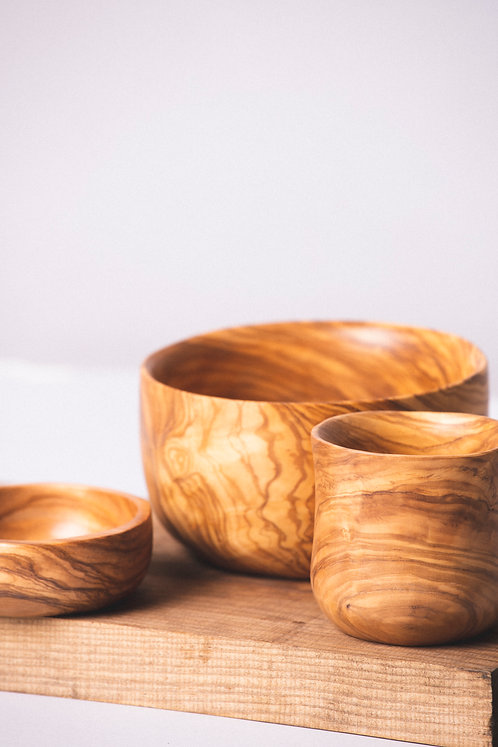 Colección Olivo. Ensaladera, salsera y vaso de olivo