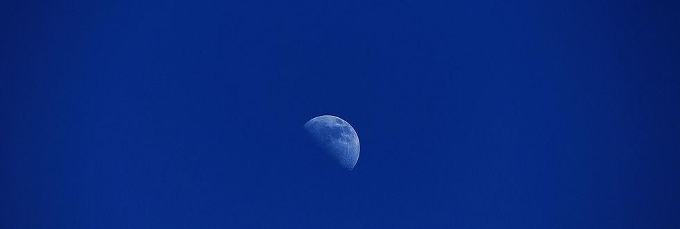 moon-769918_1920.jpg