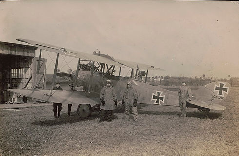 German_military_biplane_Albatros_C_edite