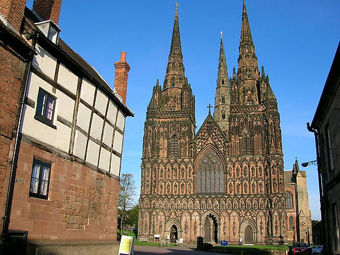 Lichfield_cathedral,_west_front.jpg