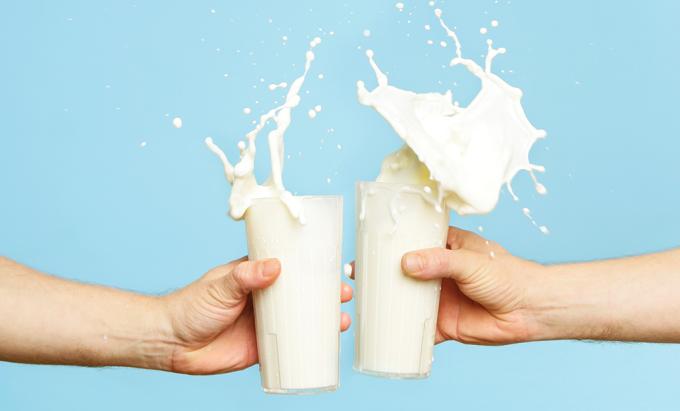 Leite de vaca, fórmula infantil e composto lácteo: qual a melhor opção para criança?