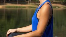 Para ajudar a controlar a ansiedade, use técnicas de respiração (pranaymas) do Yoga