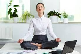 Descomplique a sua vida no trabalho com Yoga.
