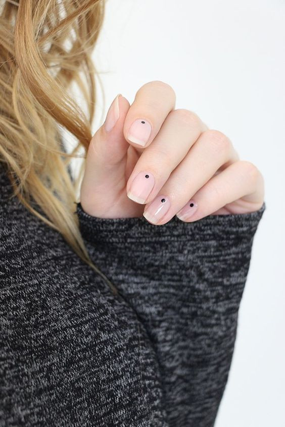 minimalist-simple-nail-art