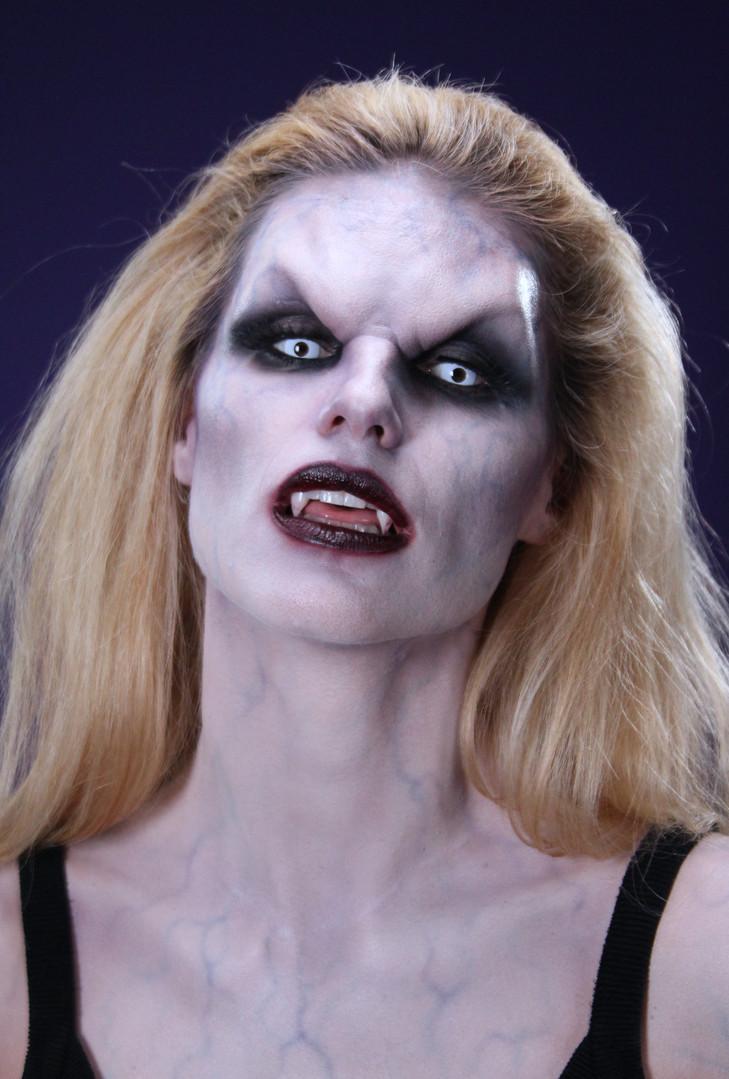 Michelle Hunziker Vampira