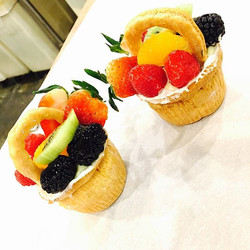 Did you know #lovebirdscafe makes these adorable edible #fruitbaskets__ 🌺😍🍓🍇