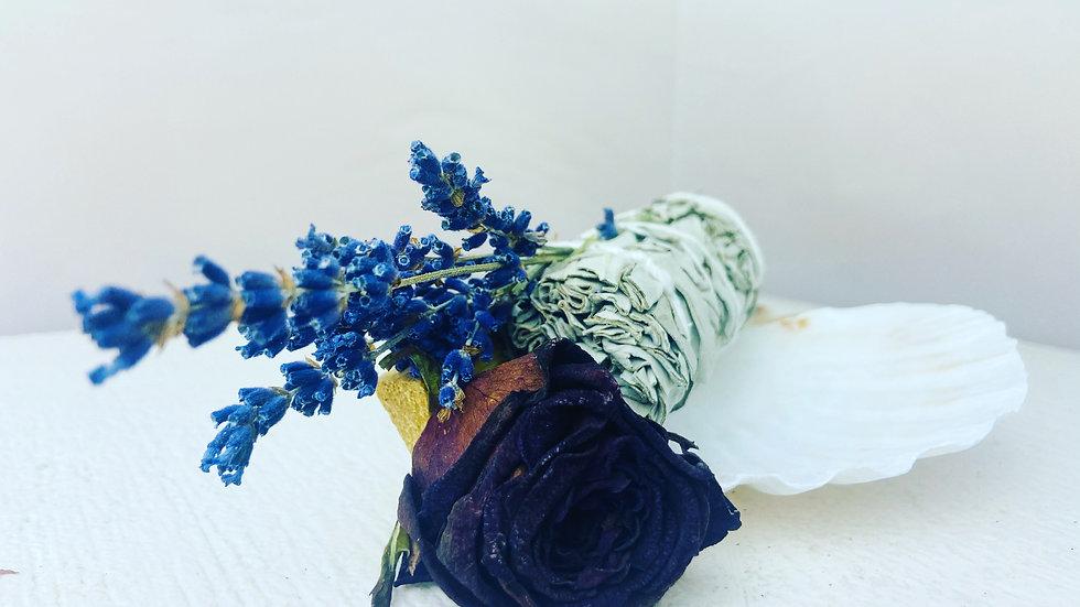 Sage & Palo Santo & Botanical Wand & Scallop Shell Gift Set