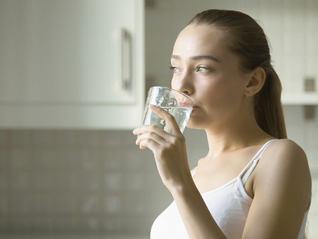 Os benefícios da água para o emagrecimento e a manutenção do peso