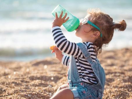 Por que devemos beber água no verão? Entenda os motivos