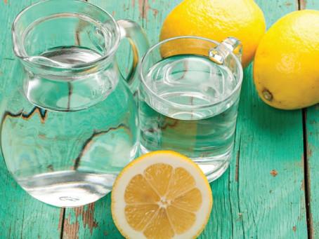 É verdade que beber água com limão emagrece? Saiba tudo!