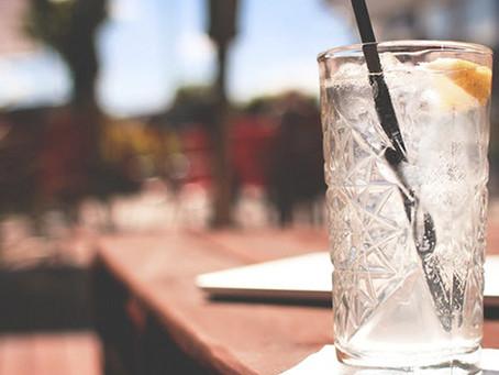 O que é melhor para a saúde: água gelada ou em temperatura ambiente?