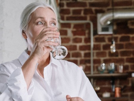 Consumo de água na terceira idade previne confusão mental e problemas de saúde