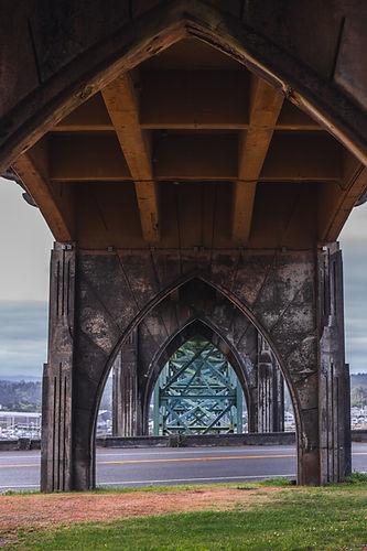 discover-newport-oregon-under-yaquina-bridge