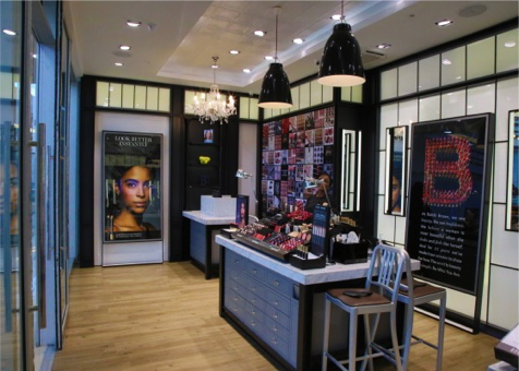 Bobbi Brown, Abuja