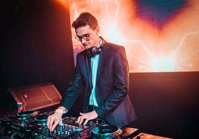DJ BAL VAN COLLEGE