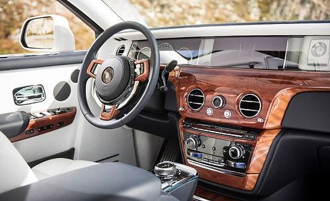 2018-Rolls-Royce-Phantom-VIII-152.jpg