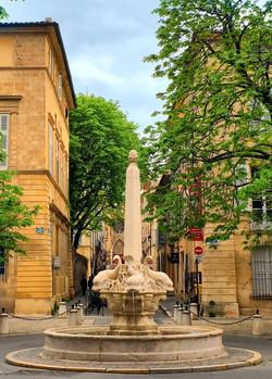 fontaine des Quatre-Dauphins Aix