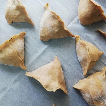 מאפה סמוסה מקמח כוסמין במילוי דלעת ופטריות