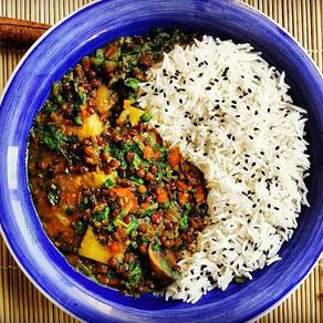 תבשיל ירקות בקארי על אורז בסמטי