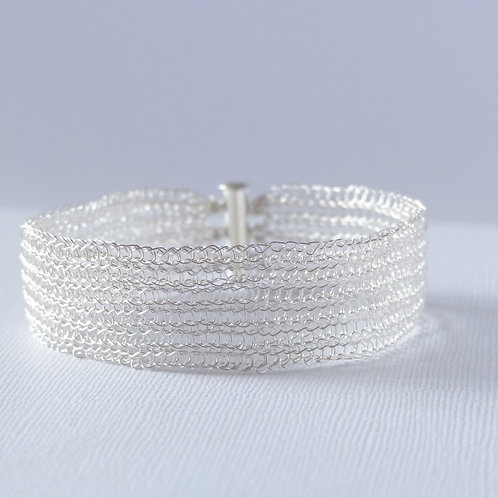 Braclet hand knitted in fine silver