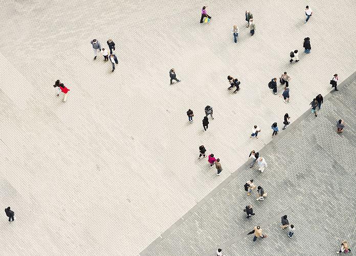 Les gens marchant