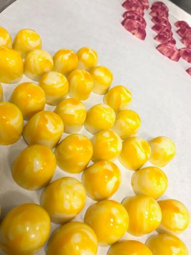 Passion fruit bonbon