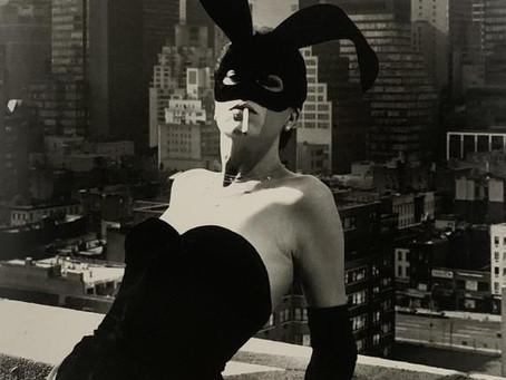 Elsa Peretti en Halston Bunny Costume, Nueva York 1975
