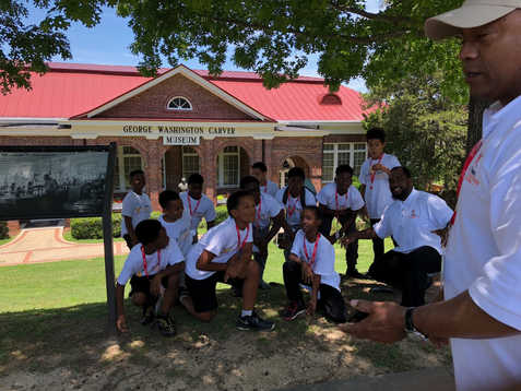 Academy Students Visit Tuskegee University