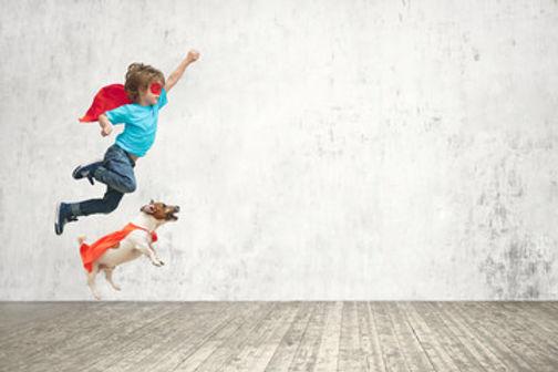 enfant et son chien super man