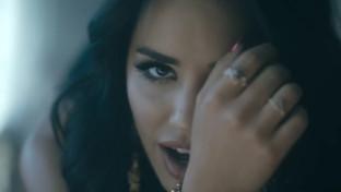 Lali se llena de sensualidad con su nuevo video, ¨Besarte Mucho¨