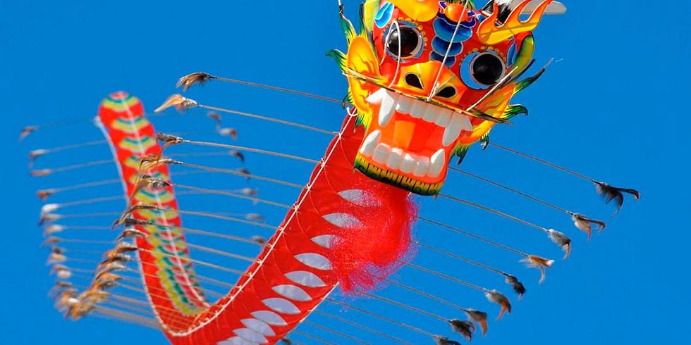 """Выставка воздушных змеев города Вэйфан и интерактивные мероприятия """"Изящный и стремительный воздушный змей""""."""