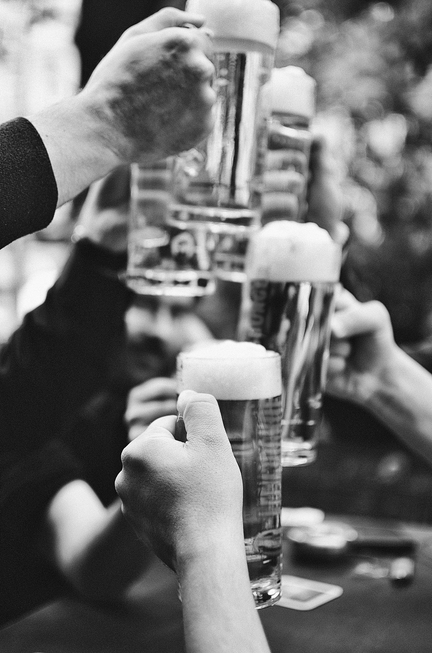 Cheers_BW