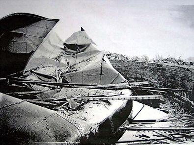 Itäisin öljysäiliö helmikuu 1919. Nykyisin tässä on mökkiläisten lentopallokenttä ja juhlapaikka. Museovirasto.