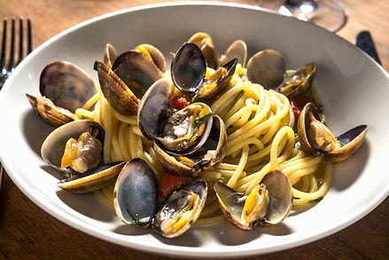 TUTTO_IL_GIORNO_linguine_Photographed_by_Paul_Wagtouicz_07_edited.jpg