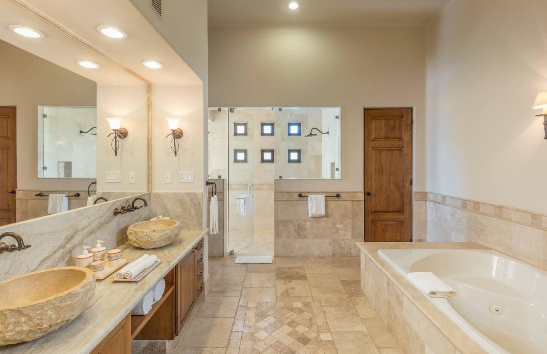 Premium King Suite Bath
