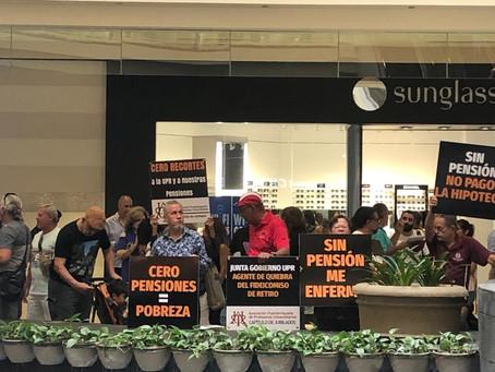Jubilados marchan en Plaza las Américas en defensa de sus pensiones