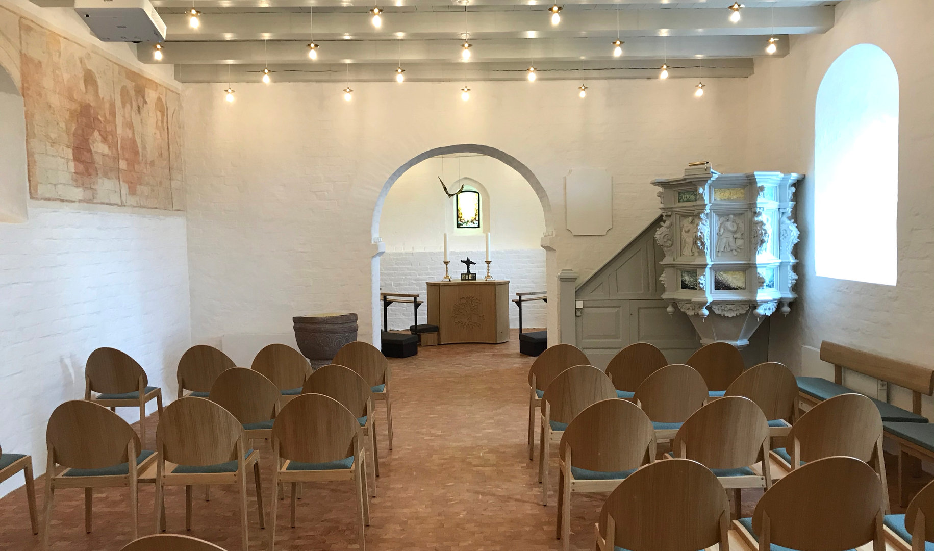 Kirkerummet i Rønbjerg kirke.
