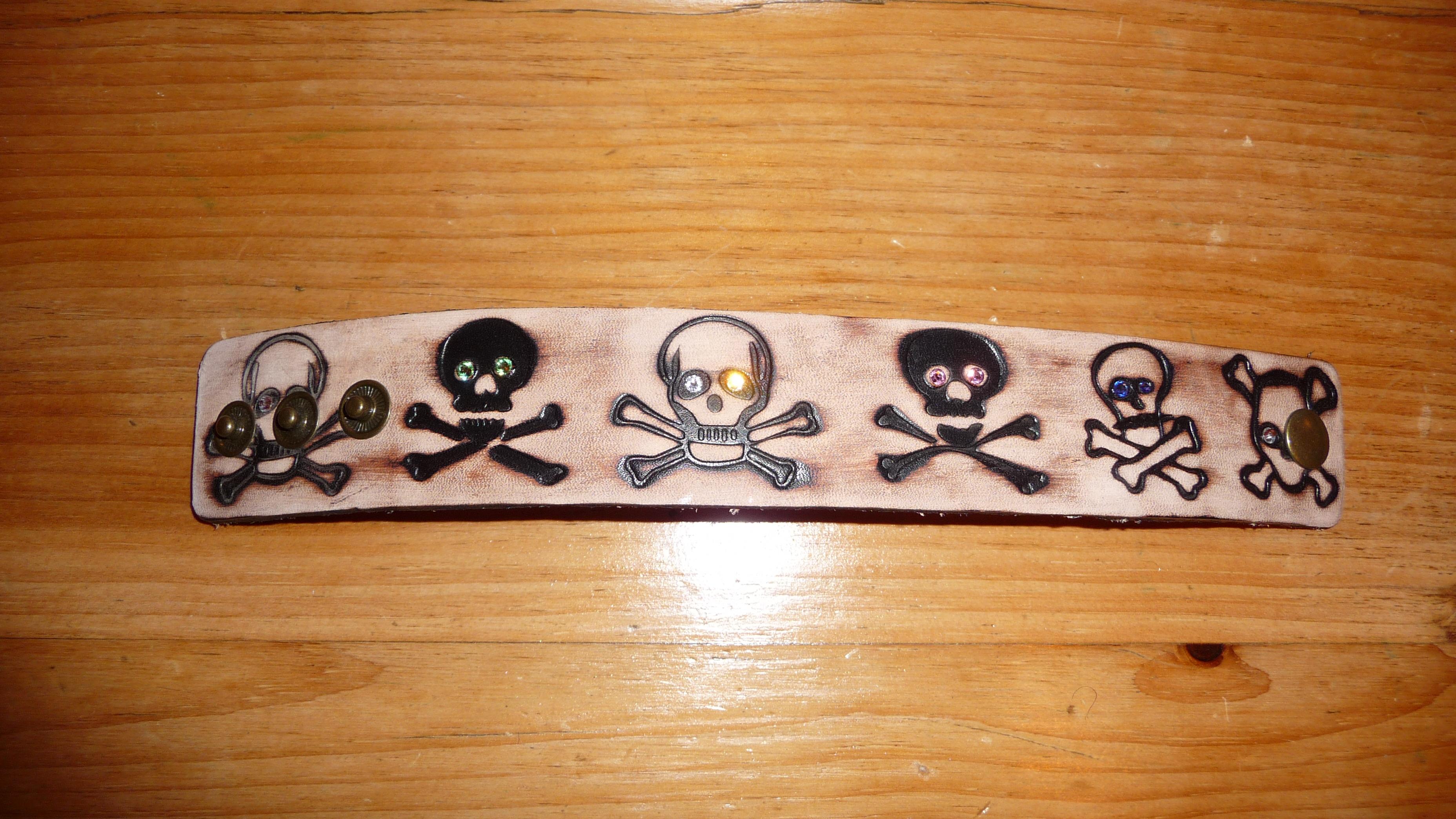 Casual skull leather cuff