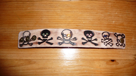 Casual leather skull cuff